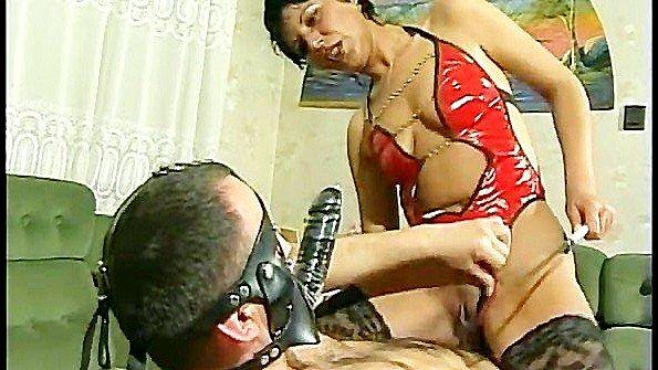 Раб вынужден неистово ебать свою госпожу различными способами