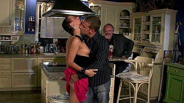 Муж рад посмотреть на еблю своей молодой жены с любовником