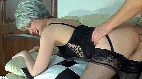 Русская домохозяйка горячо аналит задницу со своим любовником