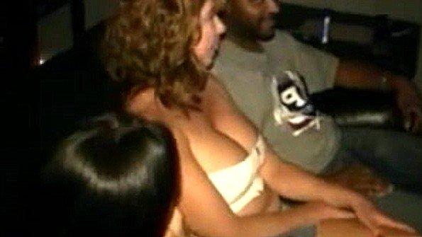Возбудились от просмотра порнухи и неистово ебутся с негром в зале