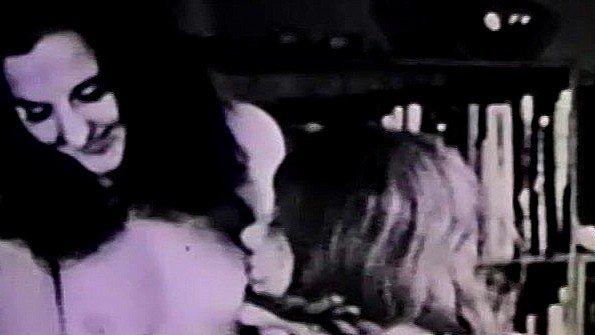 Классический домашний секс любителей из 50-х годов прошлого века