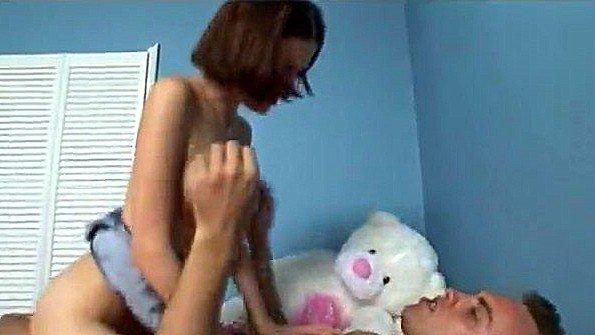Молодая брюнетка отчаянно ебется с пацаном после мастурбации