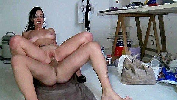Французская сучка ебется с мужиками и дает снять себя на камеру