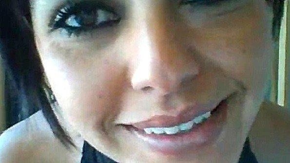 Мексиканка с массивными сиськами ласкает соски перед веб камерой