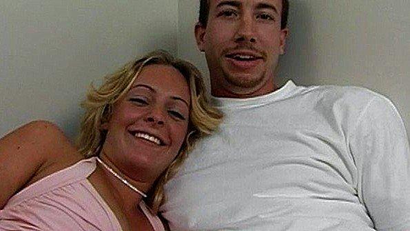 Жена безумно трахается с мужем и совершенно не стесняется камеры