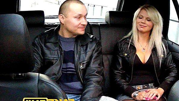 Жена с массивными буферами согласилась поебаться с мужем в такси