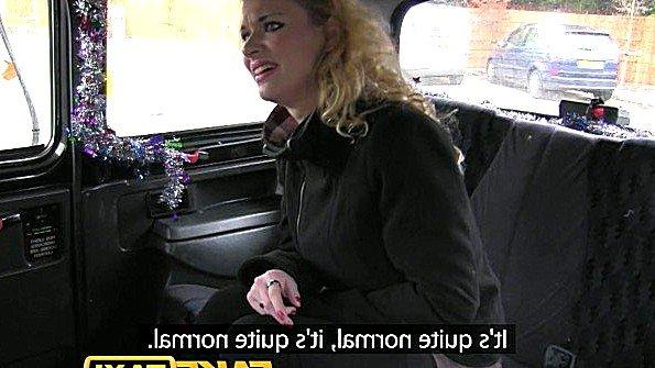 Пассажирка с огромными буферами лижет жопу таксисту и ебется в анус