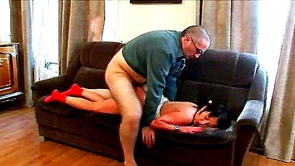 Учитель грубо ебет пришедшую к нему в кабинет студентку