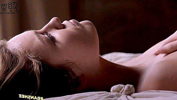 Знаменитая актриса показывает свое прелестное тело прямо в фильме
