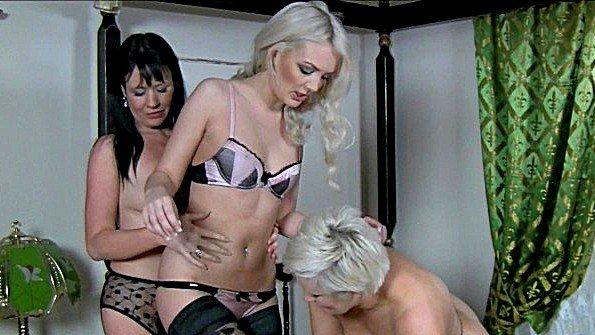 Три дамы за 40 хотят получить вместе оргазмы в постели