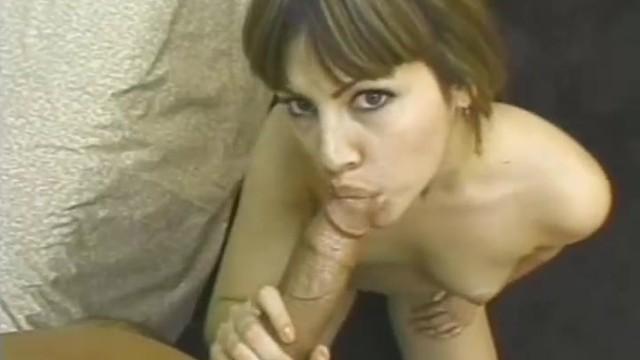 Мулатка кайфует от секса с крутым парнем и его твердым хуем