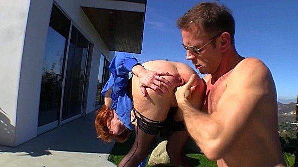 Дама с крупными сисяндрами горячо сквиртит во время ебли с мужиком