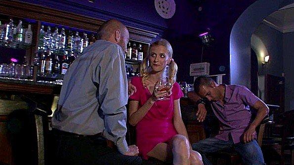 Напилась в баре и потрахалась с другом своего пьяного мужа