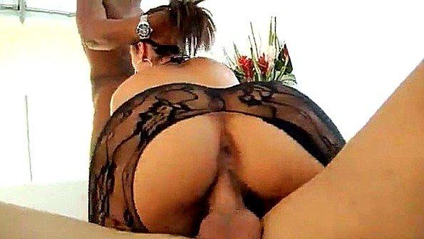 Негр помогает мужу отыметь его невероятно похотливую жену