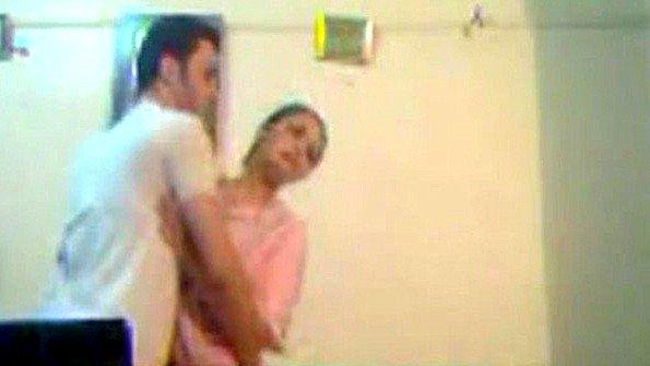 Арабский муженек уговорил жену поебаться перед камерой на компе