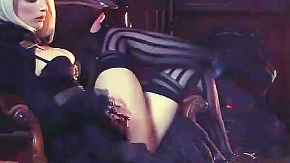 Профессиональная стриптизерша с крупными сисяндрами и ее шоу