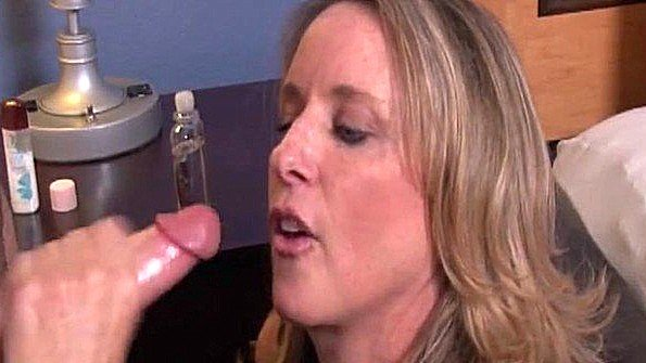Опытные бабы доводят мужчин до оргазмов дрочками хуев руками