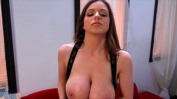 порно девушка кончает от жесткого секса