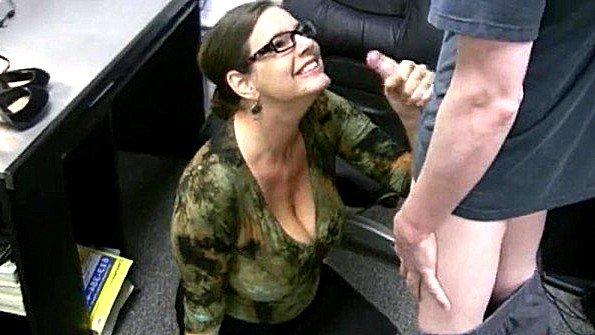 Секретарша дрочит член молодого работника прямо в офисе до спермы
