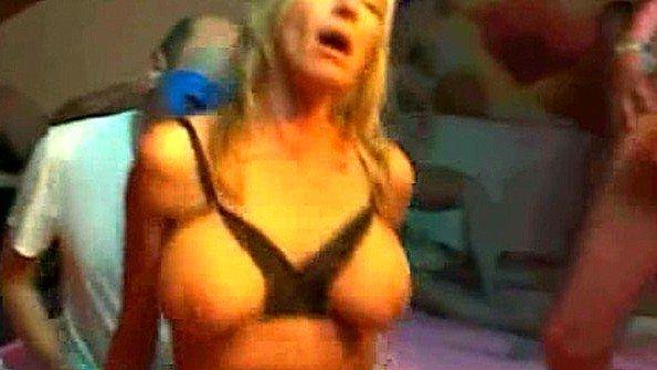 Великовозрастная жена зверски трахается с толпой мужиков