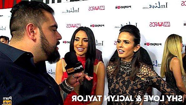 Откровенные интервью известных порно звезд на церемонии награждения