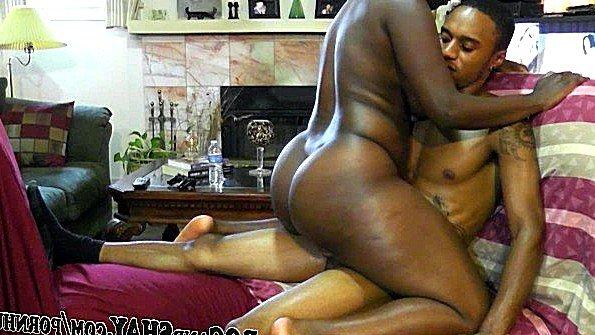 Негритянки с огромными жопками зажигают в сексе с любовниками