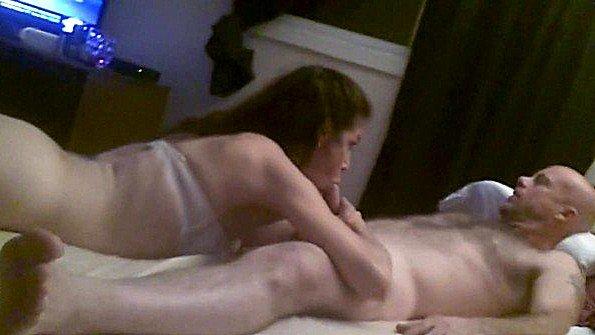 Скрытая камера пишет домашний секс дочери со своим отцом