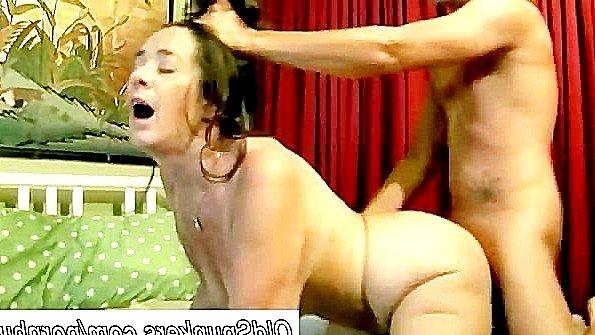Грудастая матюра обожает бурную еблю со спермой в пизде в конце