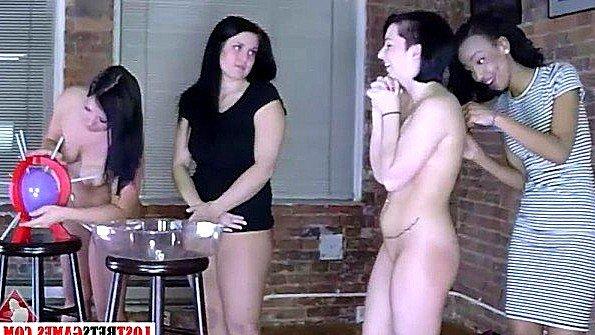 Четыре девушки играют в игру на раздевание и насаживаются на секс машины