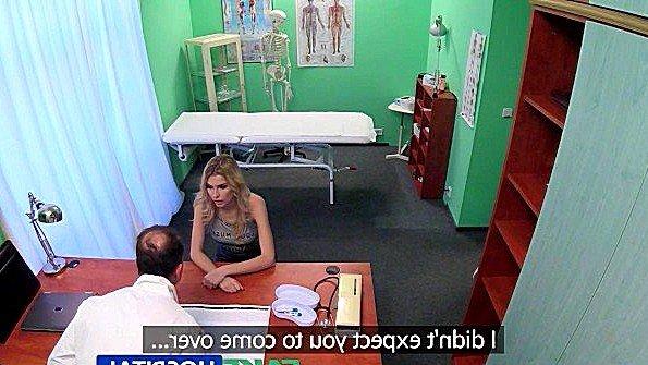 Завалил пациентку с узкой пиздой на стол и оттрахал в больнице
