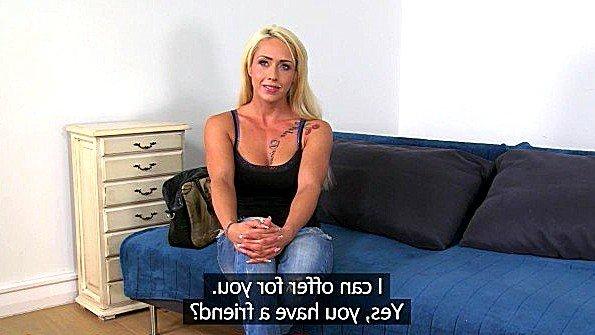 Порно агент тестирует на кастинге пизду привлекательной дамочки