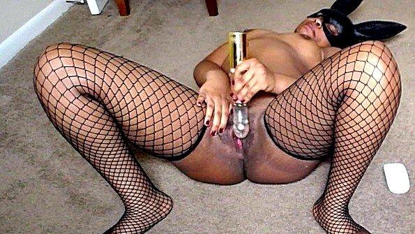 Домохозяйка мнет пизду по-разному в любительской порно сборке