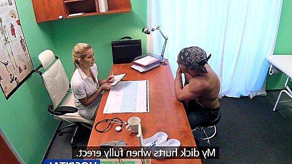 Врачиха с массивными дойками откровенно предложила пациенту еблю