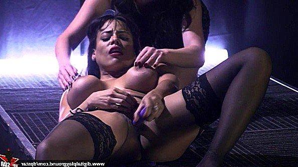 Порно звезда с большими буферами получает престижную награду