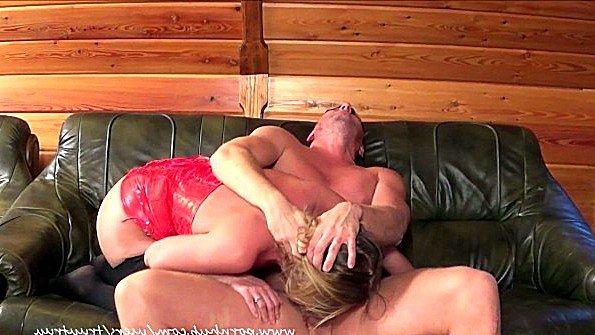 Порно сборка жесткого траха жен во рты в исполнении их мужей