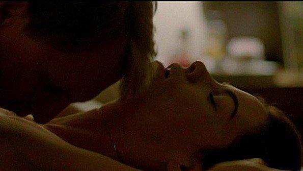 Michelle Monaghan в эротической сцене в постели из фильма