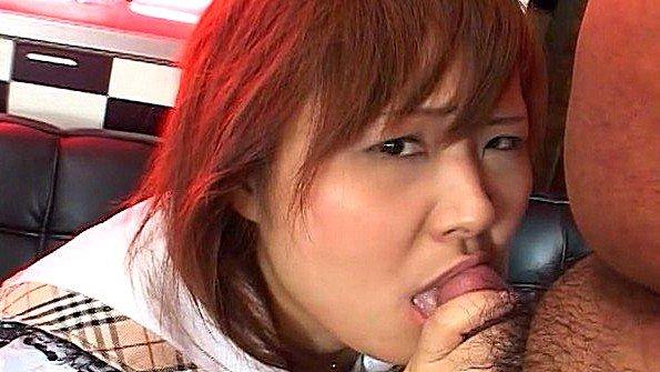 Азиатка с крупными титьками выдоит хуй парня от свежей спермы