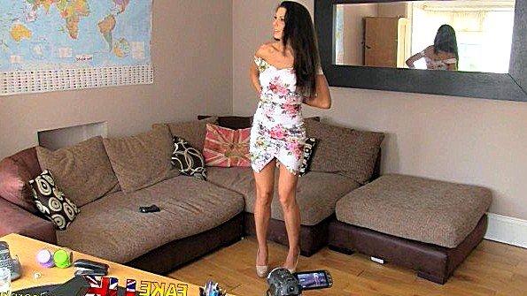 Порно агент горячо ебет сиськастую испанскую бабу в своем офисе