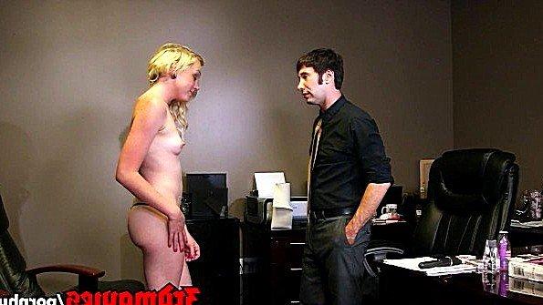 Дамочка пришла к мужику в офис и предложила с ней поебаться
