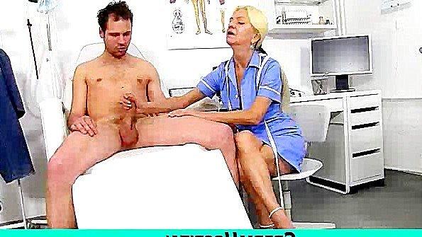 Матерая врачиха помогает мужику кончить и сдать сперму на анализ