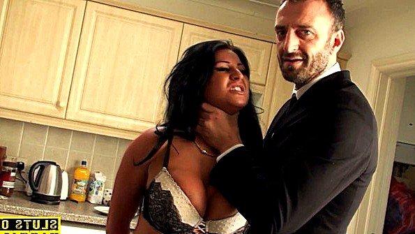 Бабенка с большими сисями привыкла сурово трахаться с мужем