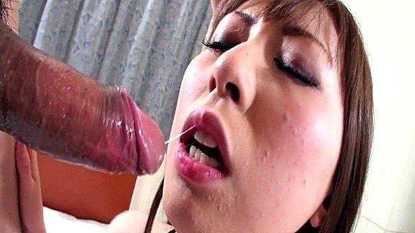 Замужняя японка беспощадно трахается со своим новым любовником