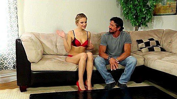 Муж смотрит на еблю жены с красивыми сиськами с чужим мужчиной