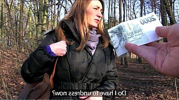 Пикапер дал большие деньги девушке за трах с ним в лесу на камеру