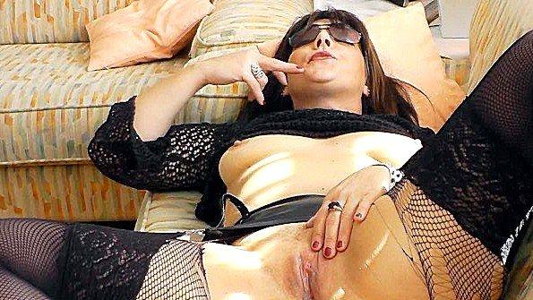 Жены любят заканчивать трах камшотом в любительской порно сборке