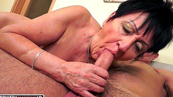 порно видео пожилую в жопу