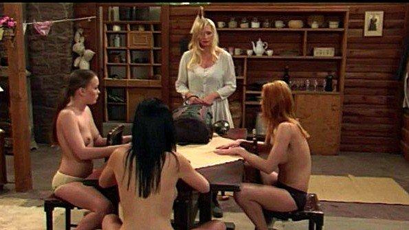 Лесбиянки играют в интересную сексуальную игру по ролям