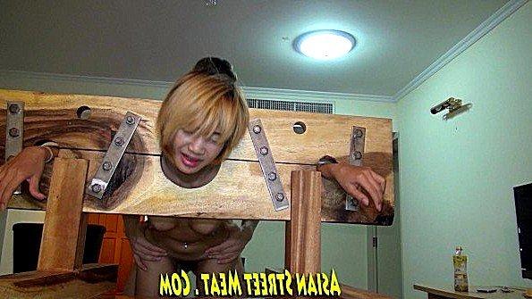 Филиппинскую шлюшку жестоко ебет клиент с садомазо наклонностями