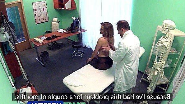 Пациентка с большими сисями дико трахается с доктором после осмотра