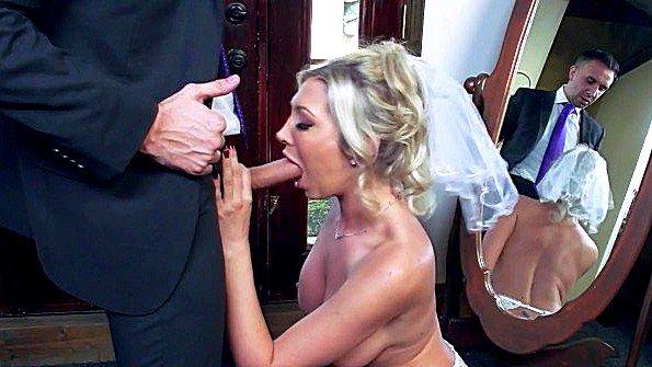 Невеста с огромными грудями бешено ебется в задницу перед свадьбой